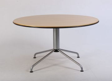 Fritz Hansen /Vico Magistretti spisebord