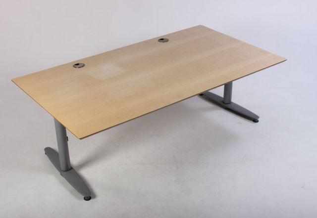 Kinnarps skrivebord