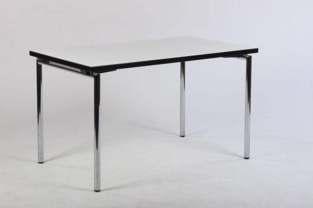 Brunner klapbord med hvid bordplade