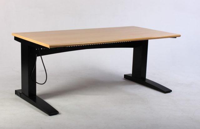 Hæve sænkebord med højrevendt bordplade birk