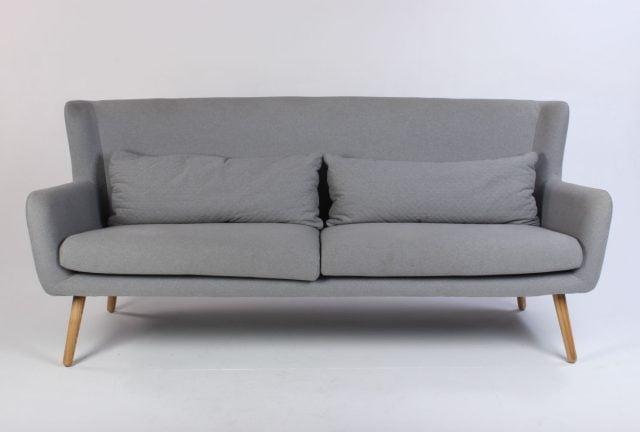 Sofa i grå med træben