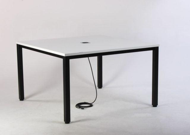 Mødebord med udtag