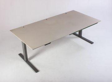 Beige hæve sænkebord