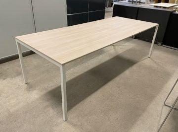 Spisebord lyst træ og hvid