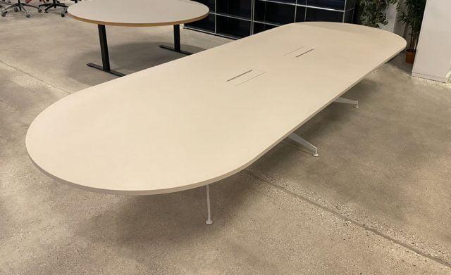 mødebord på 4 meter